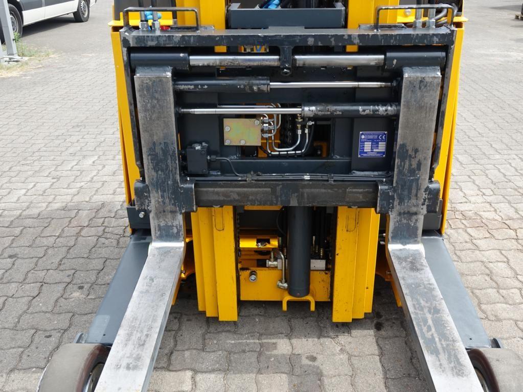 Jungheinrich-ETV320-Schubmaststapler www.hinrichs-forklifts.com