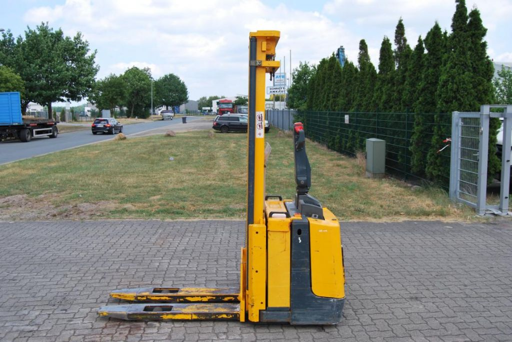 Jungheinrich ERC12G Pedestrian Stacker www.hinrichs-forklifts.com