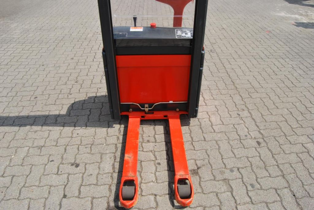 Linde L10 High Lift stacker