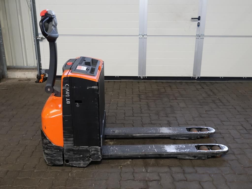 Toyota LWL160 Electric Pallet Truck www.hinrichs-forklifts.com