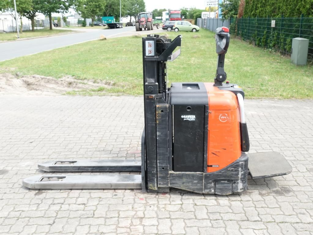BT SPE200D High Lift stacker www.hinrichs-forklifts.com