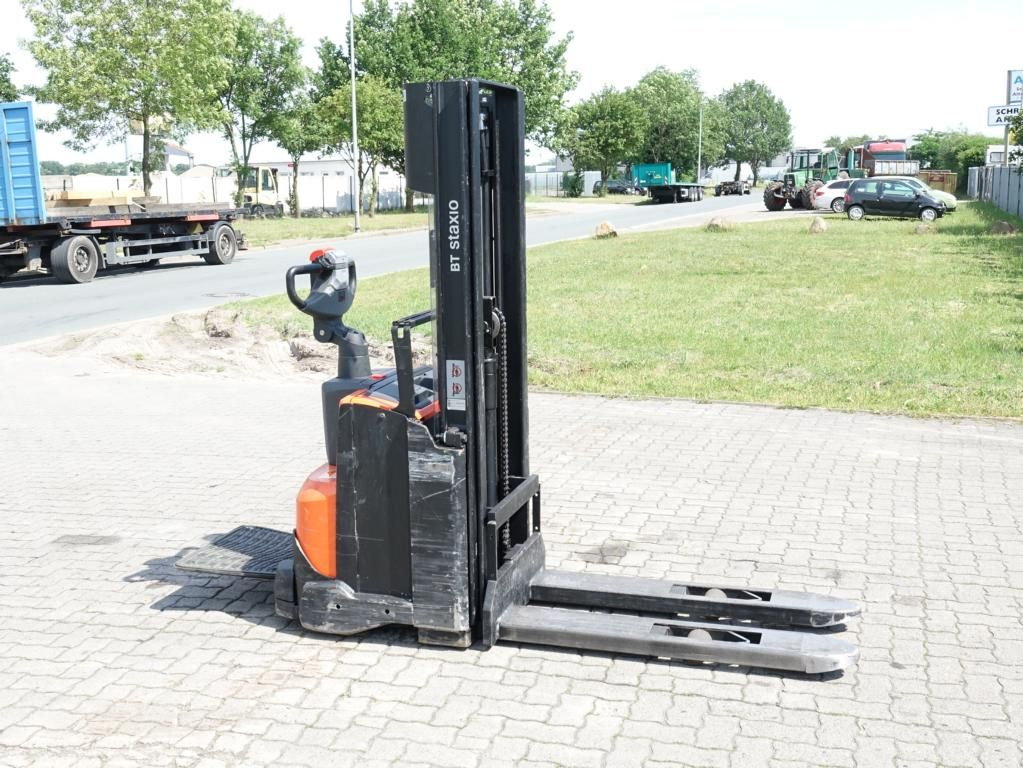 BT SWE120  High Lift stacker www.hinrichs-forklifts.com
