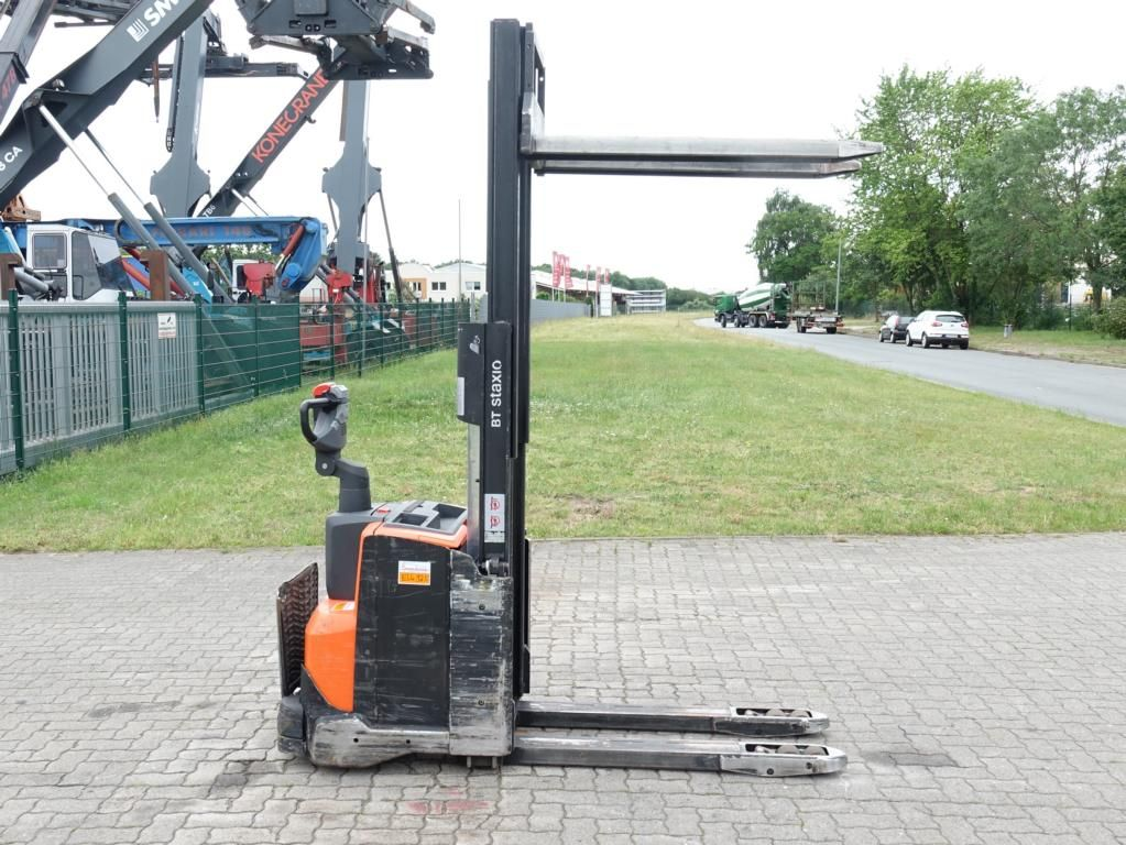 BT SWE200D High Lift stacker www.hinrichs-forklifts.com