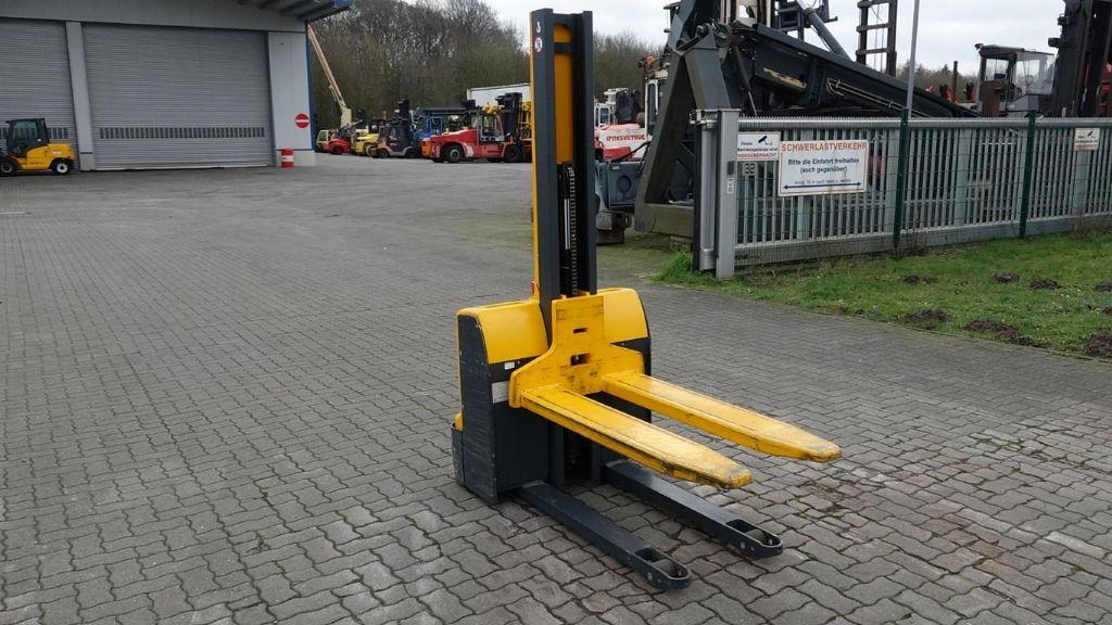 Jungheinrich EMC110 High Lift stacker