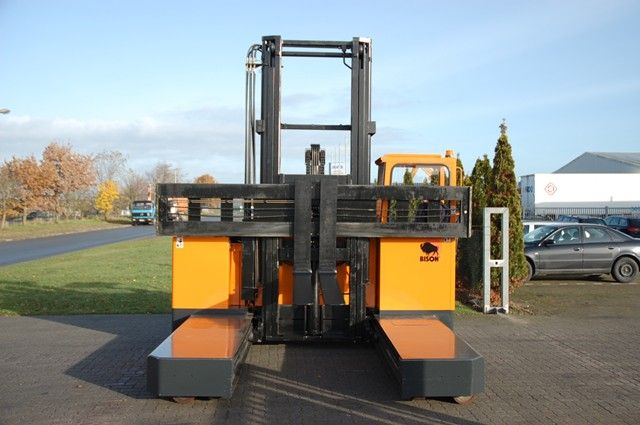 Bison 5004-4 Four-way side loader www.hinrichs-forklifts.com