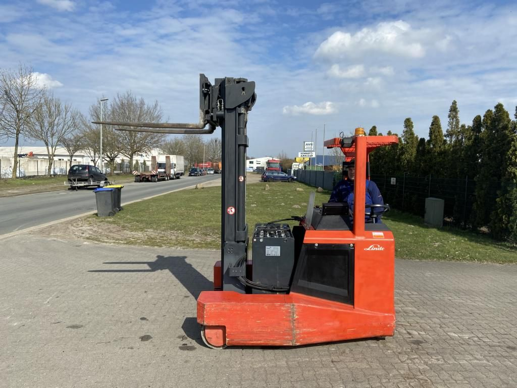 Linde R25F6355 Four-way side loader www.hinrichs-forklifts.com