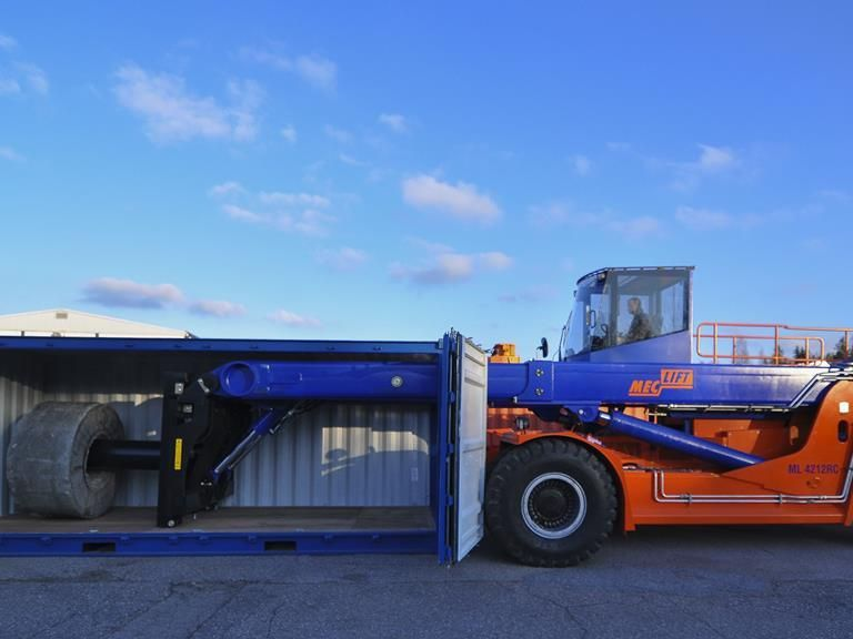 Meclift ML4212RC Reach-Stacker pour container plein www.hinrichs-forklifts.com
