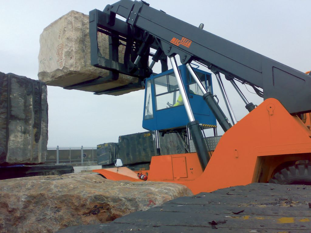 Meclift ML5012RC Full-container reach stacker