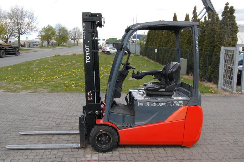 Toyota 8FBET20 Elettrico 3 ruote www.hinrichs-forklifts.com