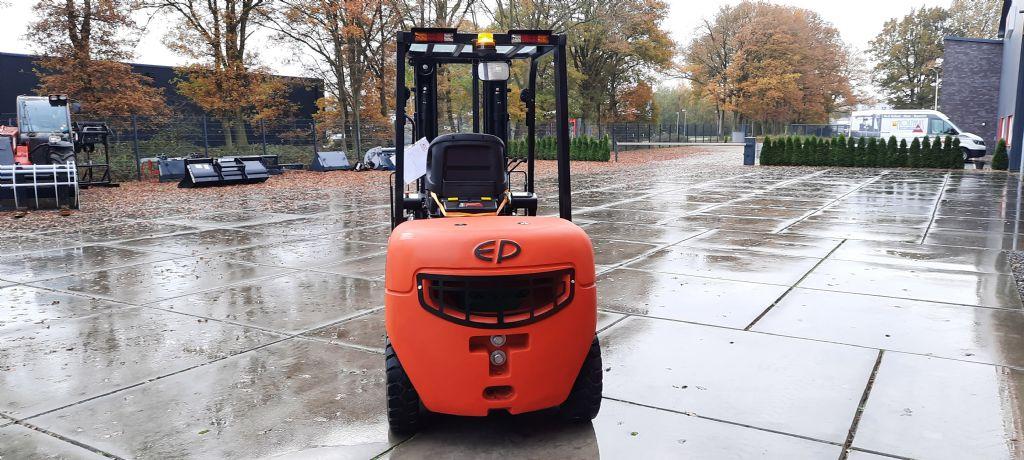 EP-EFL302-Elektro 4 Rad-Stapler-www.holthuis-gabelstapler.de