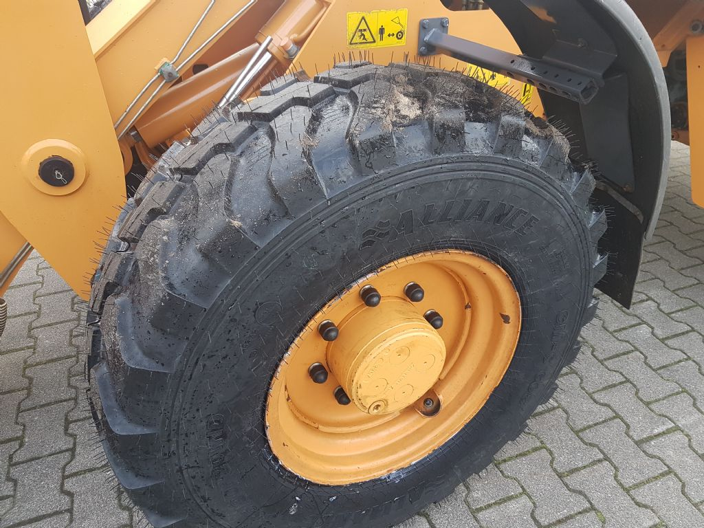 Case 121 E Radlader www.foerdertechnik-rietberg.de