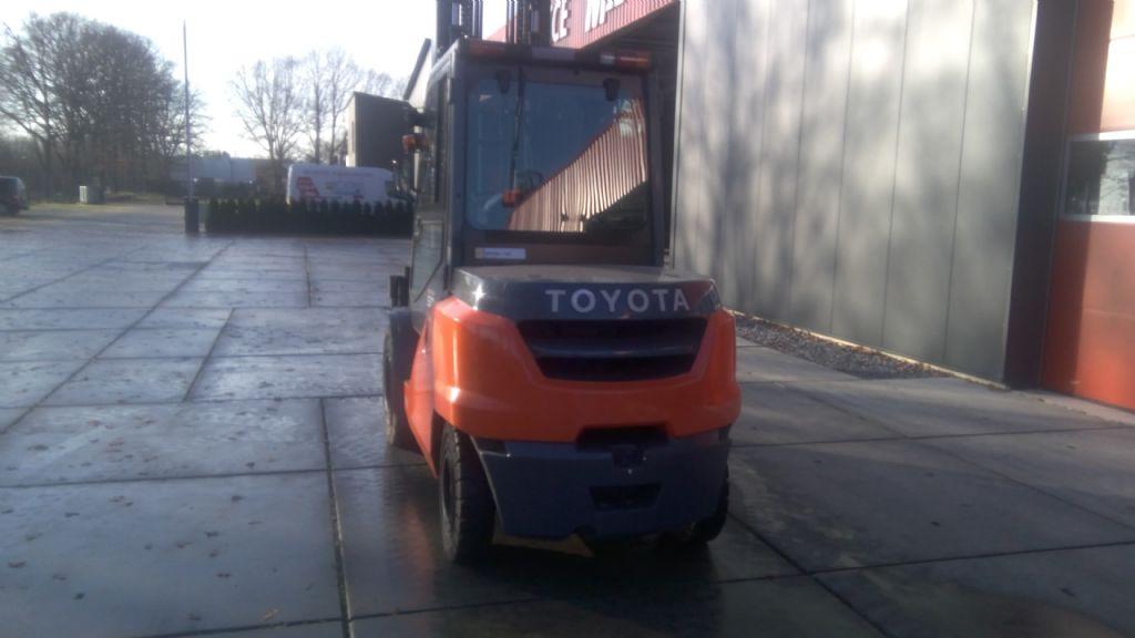Toyota-02-8FD50N-Dieselstapler-www.holthuis-gabelstapler.de