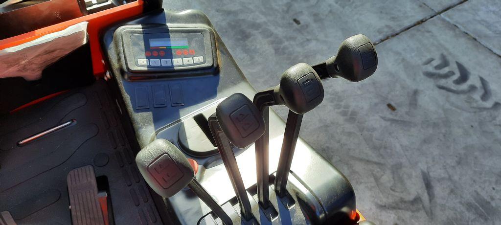 EP-Li-ion 30S-Elektro 4 Rad-Stapler-www.holthuis-gabelstapler.de