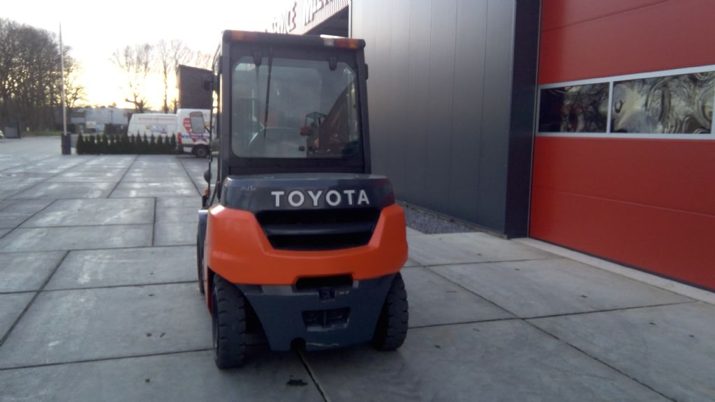 Toyota-8FD40N-Dieselstapler-www.holthuis-gabelstapler.de