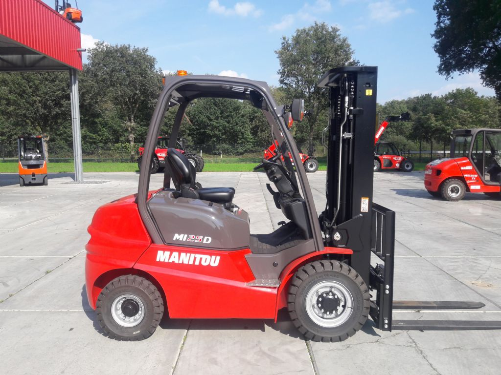 Manitou-MI25D-Dieselstapler-www.holthuis-gabelstapler.de