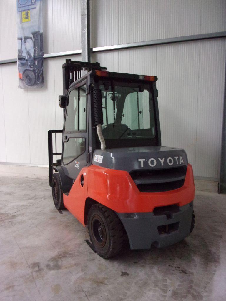 Toyota-40-8FD40N-Dieselstapler-www.holthuis-gabelstapler.de