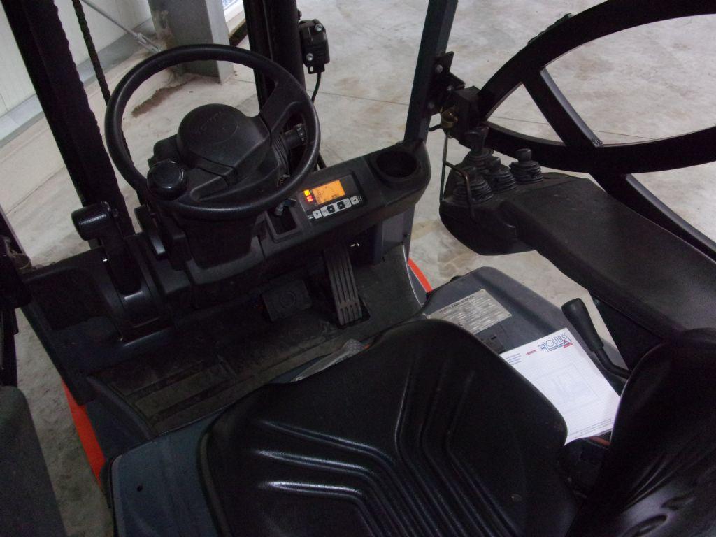 Toyota-8FBET15-Elektro 3 Rad-Stapler-www.holthuis-gabelstapler.de