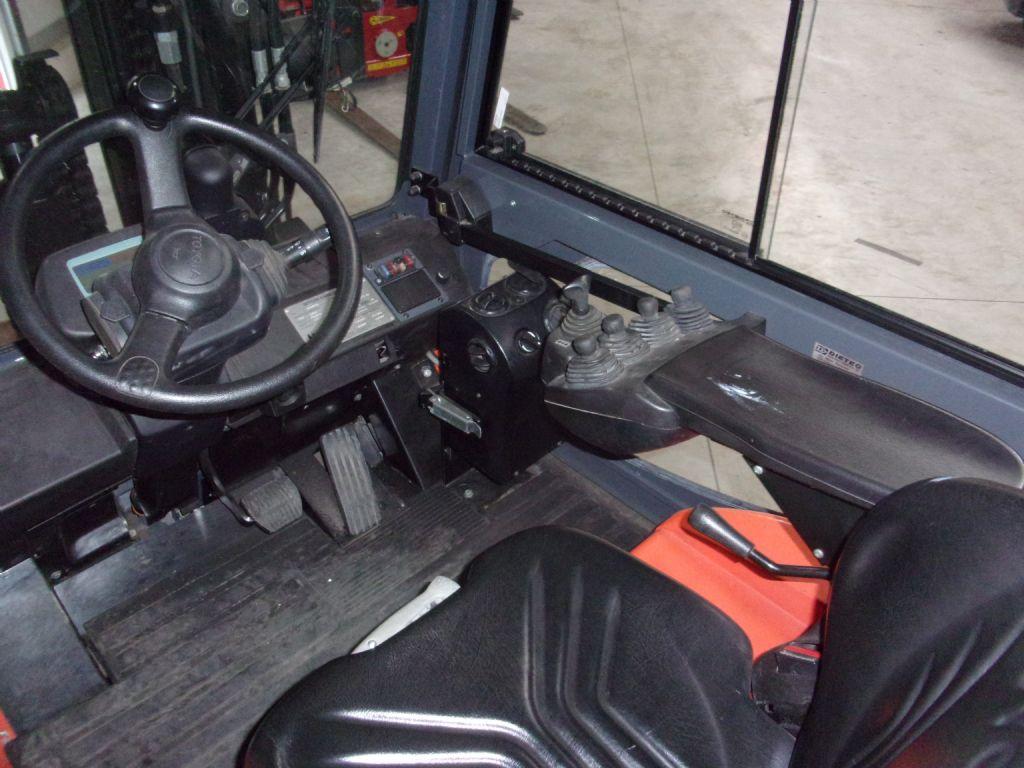 Toyota-7FBMF50-Kompaktstapler-www.holthuis-gabelstapler.de