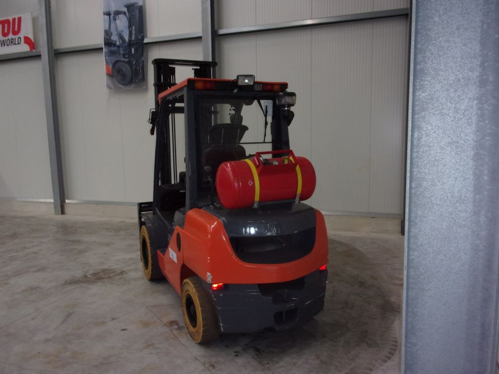 Toyota-02-8FGF30-Treibgasstapler-www.holthuis-gabelstapler.de