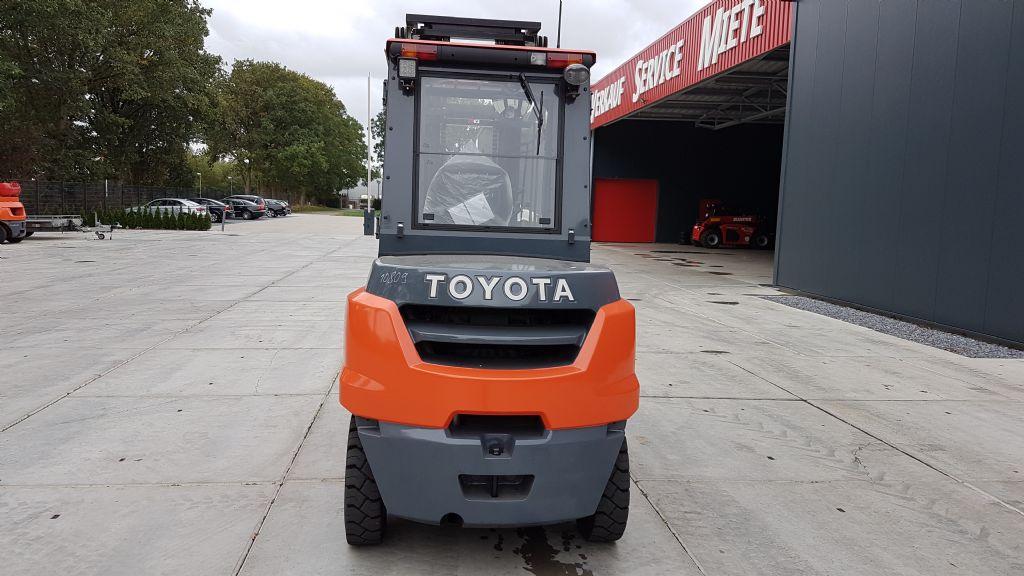 Toyota-8FD50N-Dieselstapler-www.holthuis-gabelstapler.de