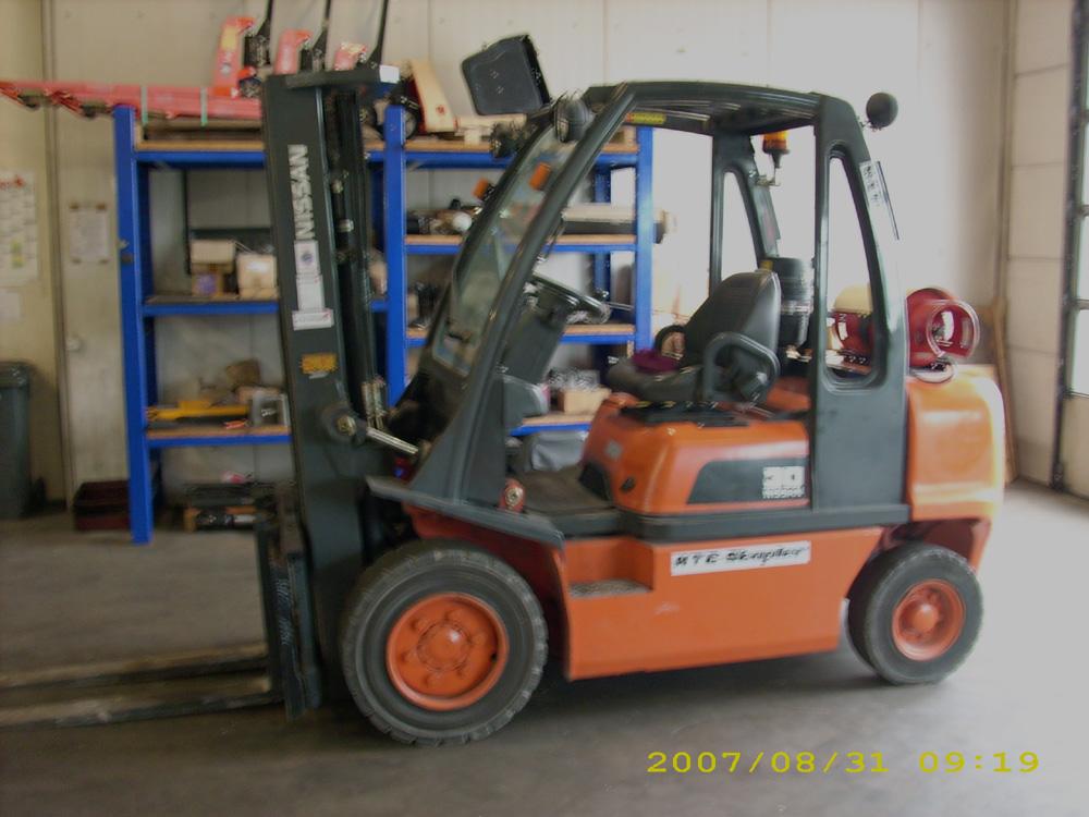 Nissan-UGD02A30PQ-Treibgasstapler-http://www.htc-stapler.de