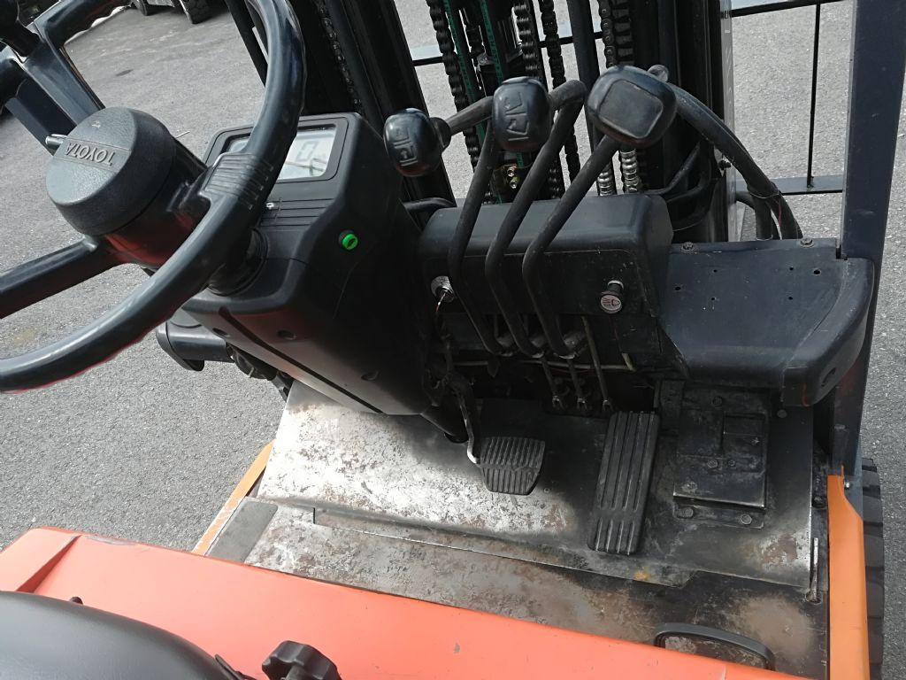 Toyota 5 FBE 13 Elektro 3 Rad-Stapler www.huh-staplerservice.at