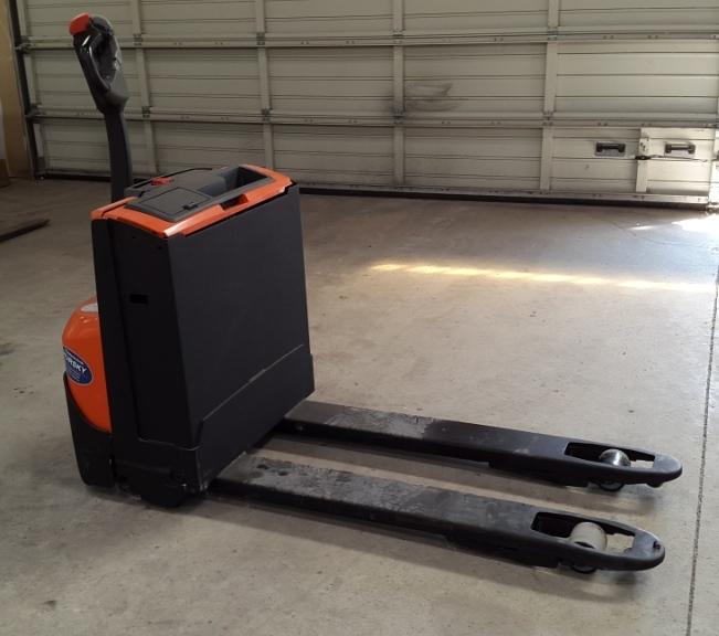 BT-LWE140-Niederhubwagen-www.hursky-stapler.at
