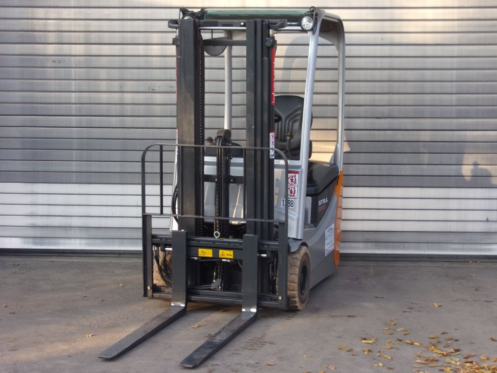 Still-RX50-15-Electric 3-wheel forklift-www.induma-rent.com
