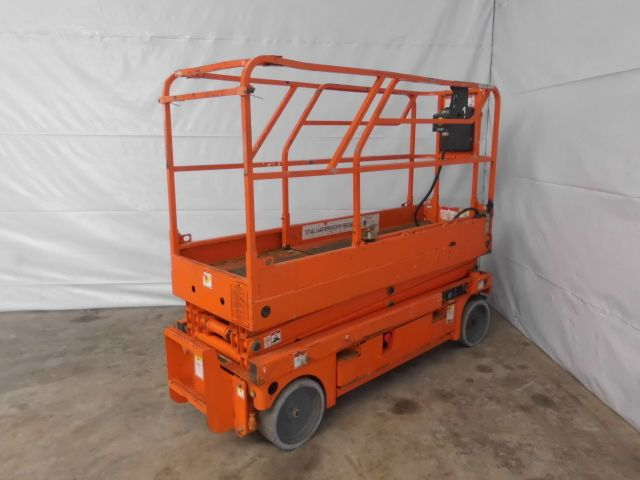Haulotte-Compact 8-Scherenarbeitsbühne -www.isfort.com