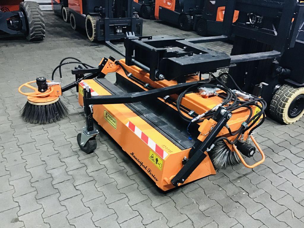 Pronar Agata ZM 1600 Kehrmaschinen www.hanselmann.de