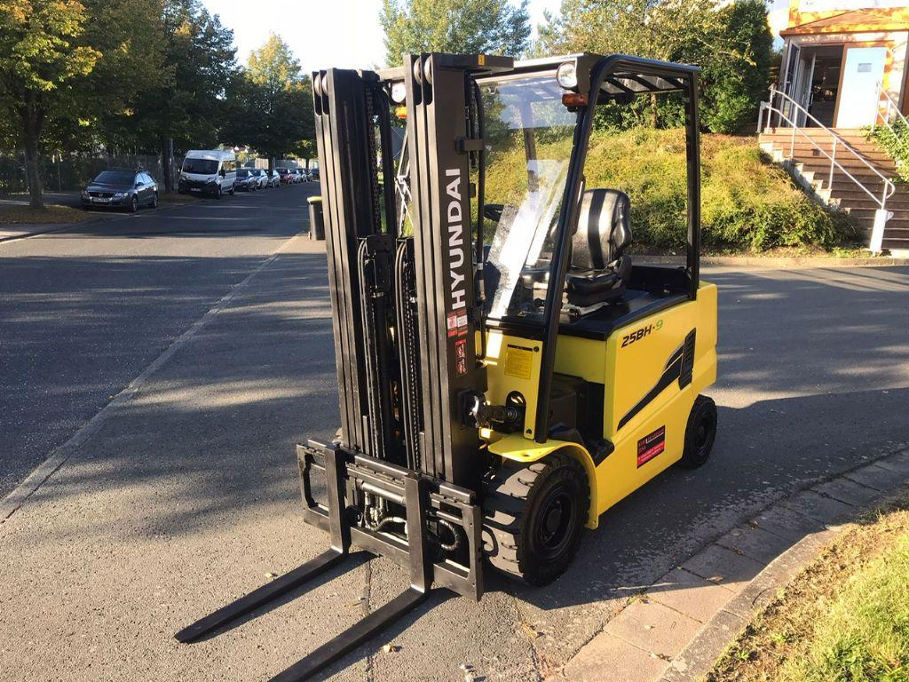 Hyundai 25BH-9E Elektro 4 Rad-Stapler www.staplerjena.de