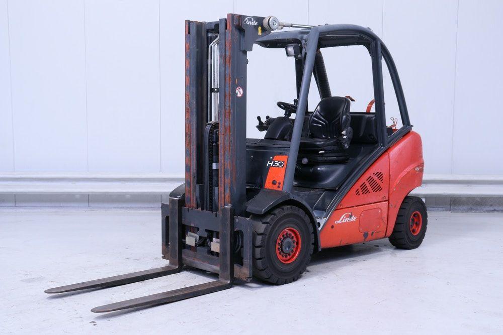 Linde H 30 T - 393 Treibgasstapler www.staplerjena.de