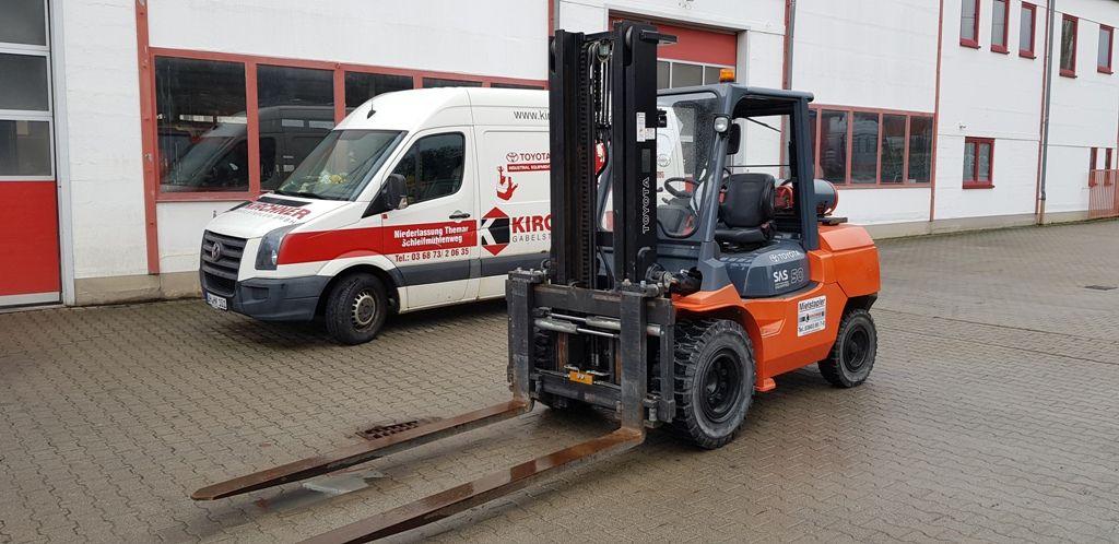 Toyota-02-7FGA50-Treibgasstapler www.kirchner-gabelstapler.de
