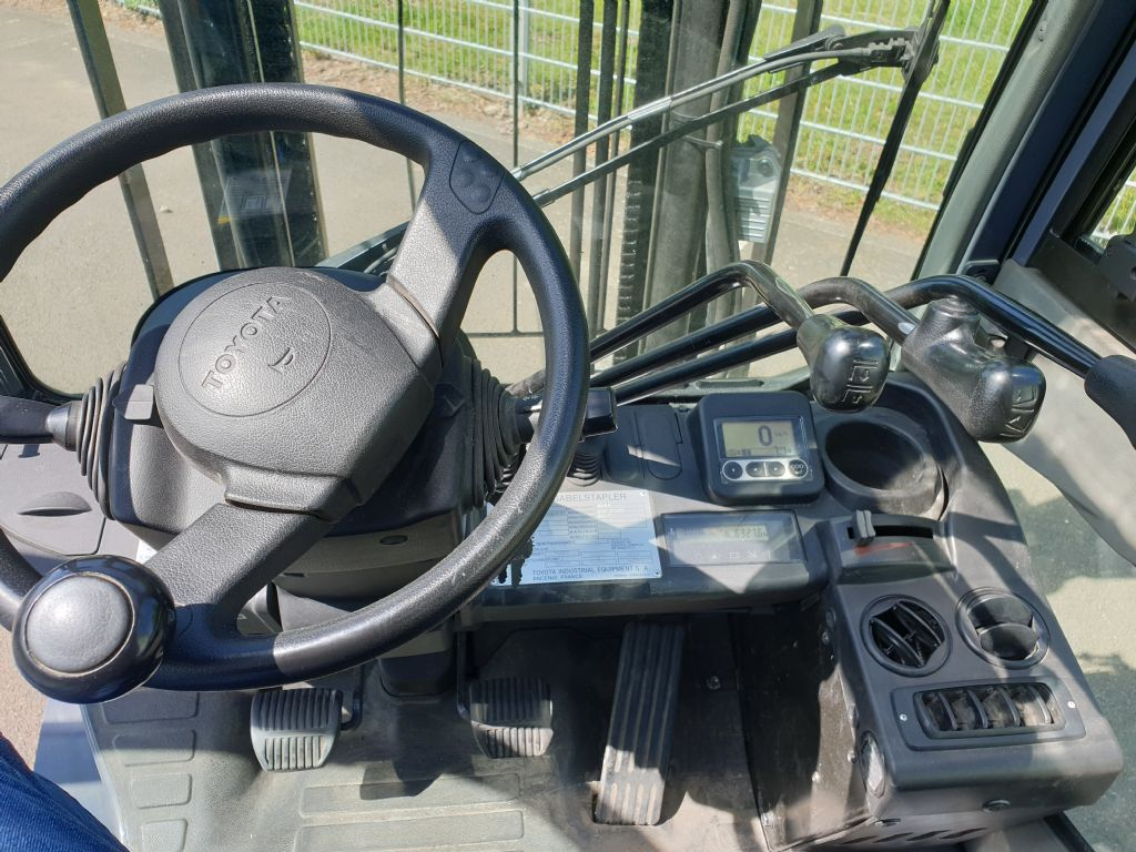 Toyota-02-8FGF15-Treibgasstapler www.kirchner-gabelstapler.de