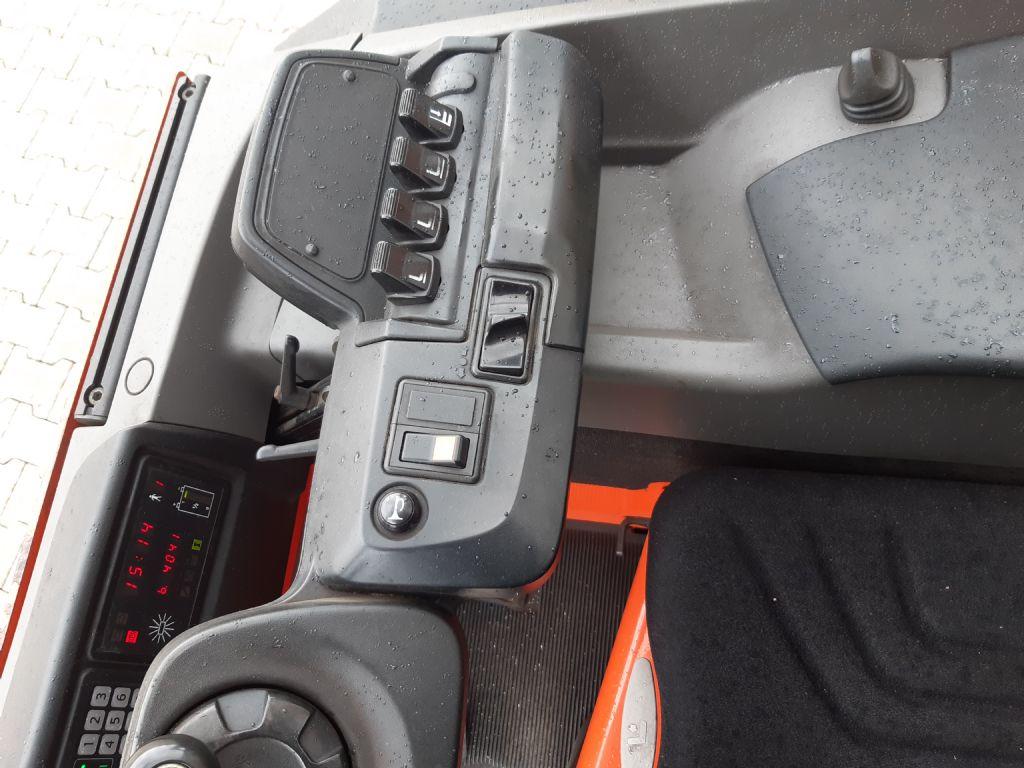 BT-RRE140M-Schubmaststapler www.kirchner-gabelstapler.de