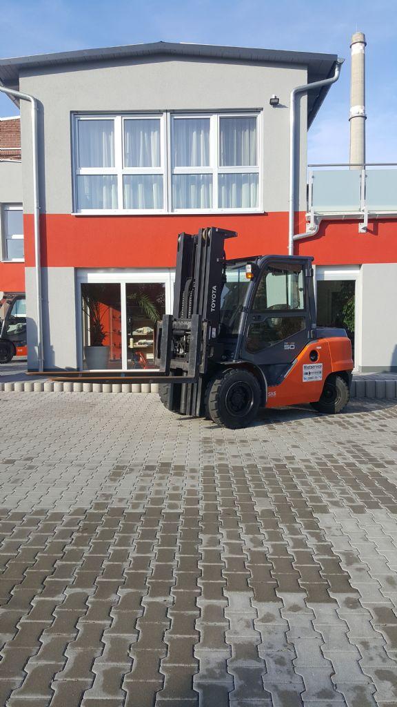 Toyota-40-8FD50N-Dieselstapler www.kirchner-gabelstapler.de