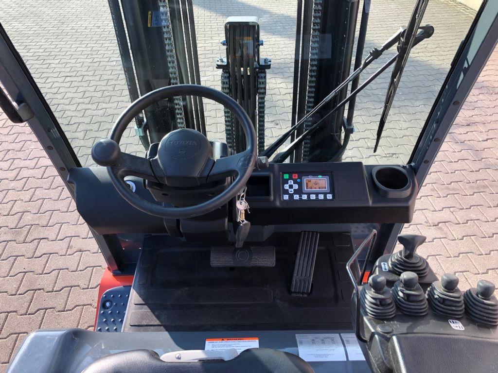 Toyota-8FBMT25-Elektro 4 Rad-Stapler www.kirchner-gabelstapler.de