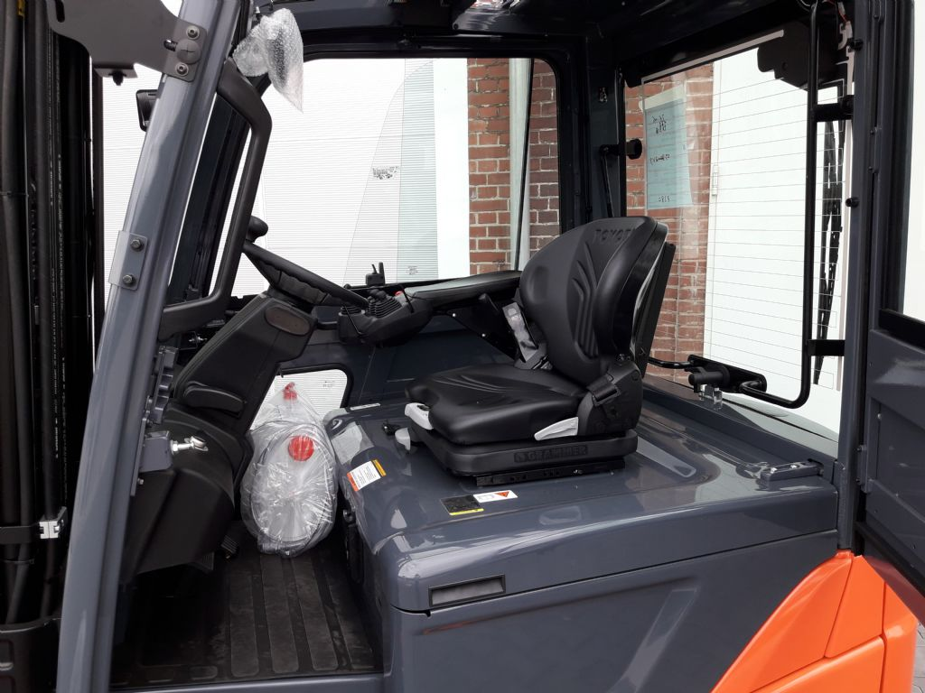 Toyota-8FBMKT30-Elektro 4 Rad-Stapler www.kirchner-gabelstapler.de