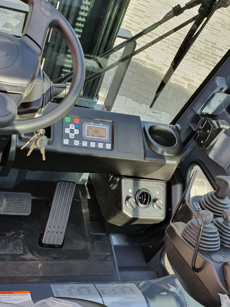 Toyota-8FBMT35-Elektro 4 Rad-Stapler www.kirchner-gabelstapler.de