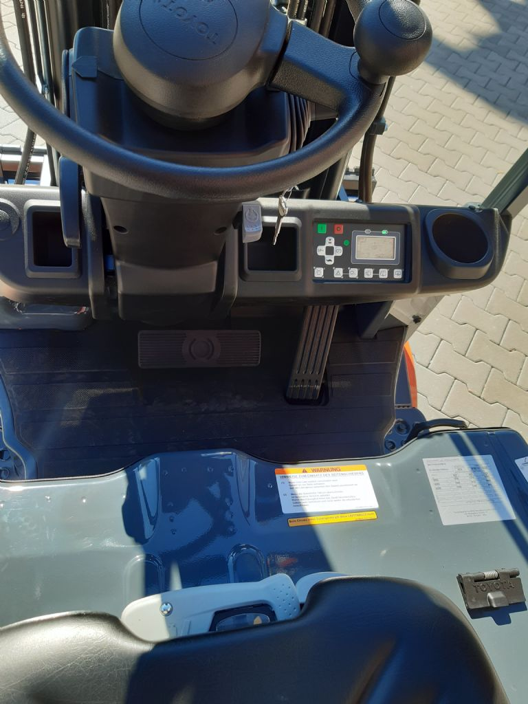 Toyota-8FBE16T-Elektro 3 Rad-Stapler www.kirchner-gabelstapler.de