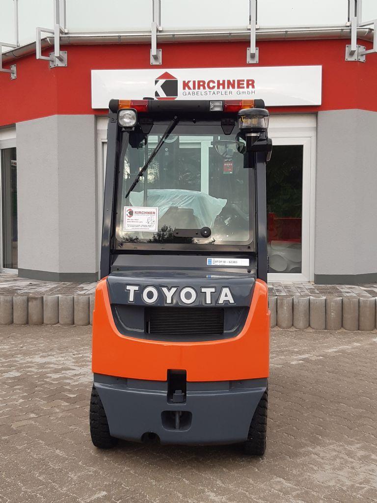 Toyota-02-8FDF18-Dieselstapler www.kirchner-gabelstapler.de