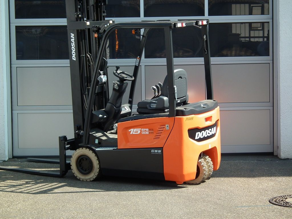 Doosan-B15T-7-Elektro 3 Rad-Stapler-www.kloz-stapler.de
