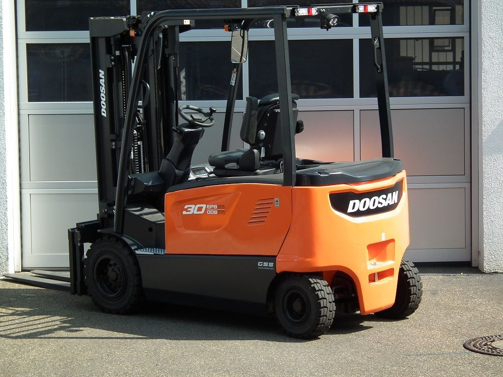 Doosan-B30X-7-Elektro 4 Rad-Stapler-www.kloz-stapler.de