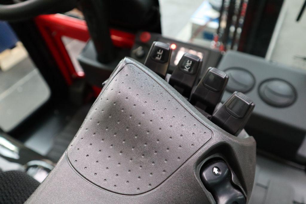 UniCarriers-TX4-20-Elektro 4 Rad-Stapler-www.kloz-stapler.de
