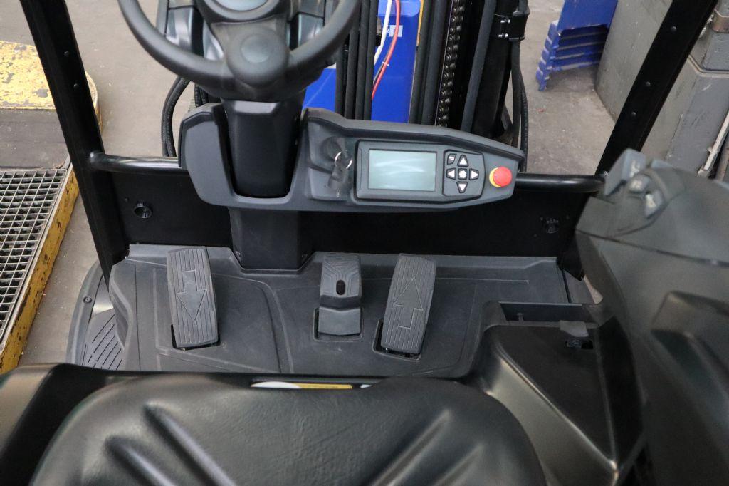 Mitsubishi-FB20AN-Elektro 4 Rad-Stapler-www.kloz-stapler.de