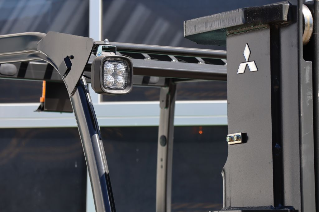 Mitsubishi-FD30NT-Dieselstapler-www.kloz-stapler.de