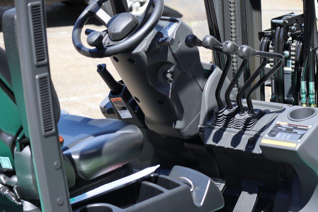 Mitsubishi-FD15N-Dieselstapler-www.kloz-stapler.de
