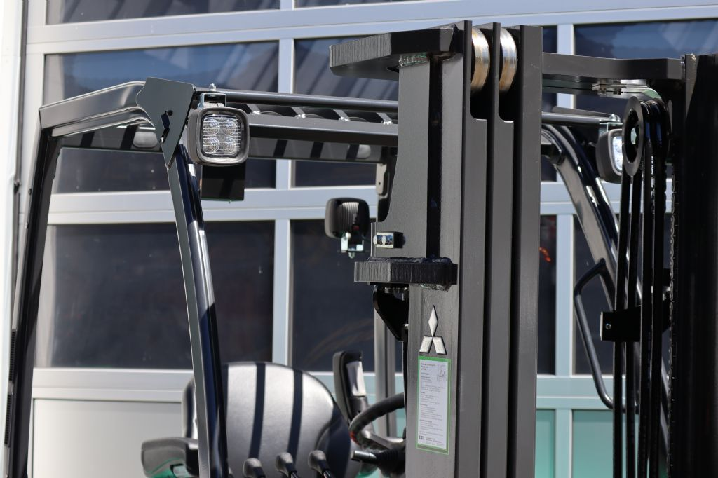 Mitsubishi-FD25N-Dieselstapler-www.kloz-stapler.de