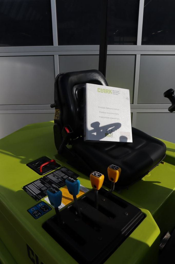 Clark-EM20-Elektro 4 Rad-Stapler-www.kloz-stapler.de
