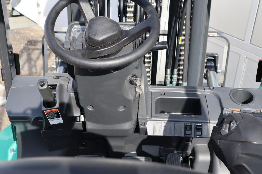 Mitsubishi-FG35NT-Treibgasstapler-www.kloz-stapler.de
